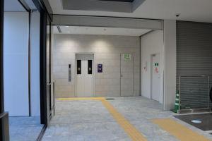 橋上改札のある3階のエレベーター