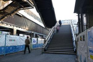 自由通路東側階段