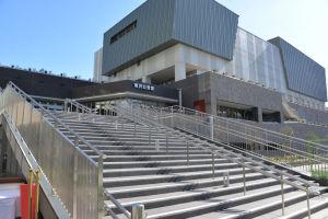 公会堂の入口階段