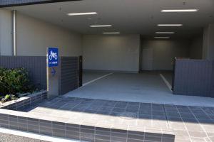 1階は駐車場で一角はバイクの駐輪場