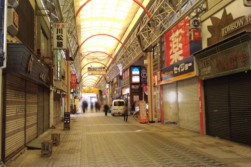 約300m続く弘明寺商店街