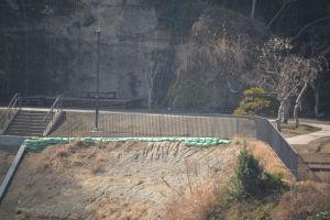 公園の上部にはフェンスの設置