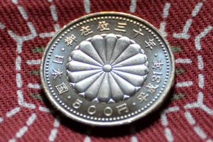裏面は、『菊花紋章』