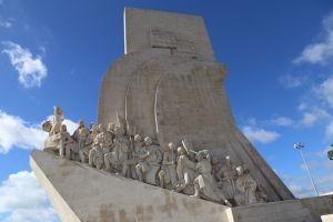 リスボンの大航海時代の33人の偉人の記念碑