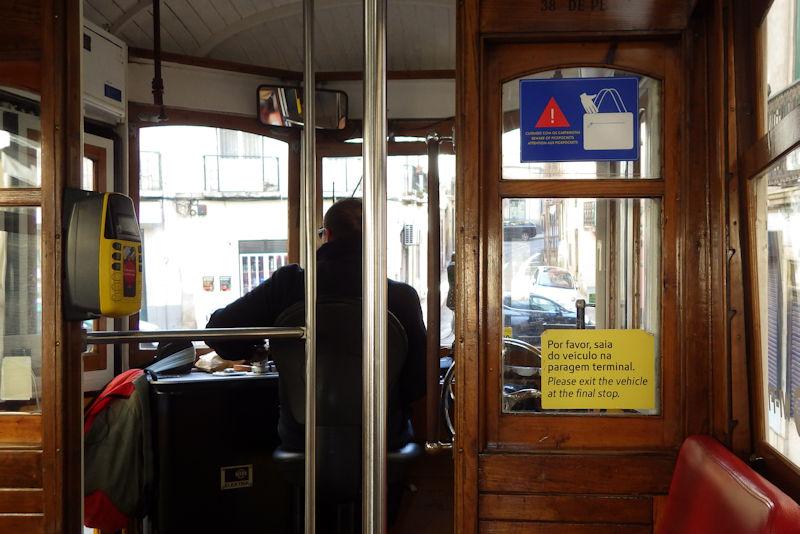 リスボン市内の路面電車内