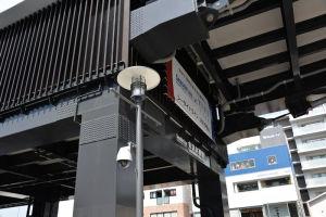 広場には防犯カメラも設置