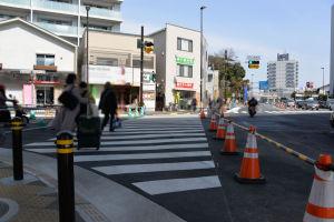 道路が拡幅されて横断歩道が長くなって