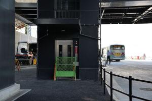 シーサイドライン新駅舎へのエレベーター