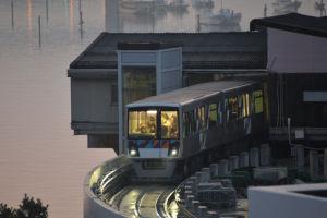 並木中央駅発の最初の電車が