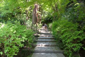 瑞泉寺は石段を上っていきます