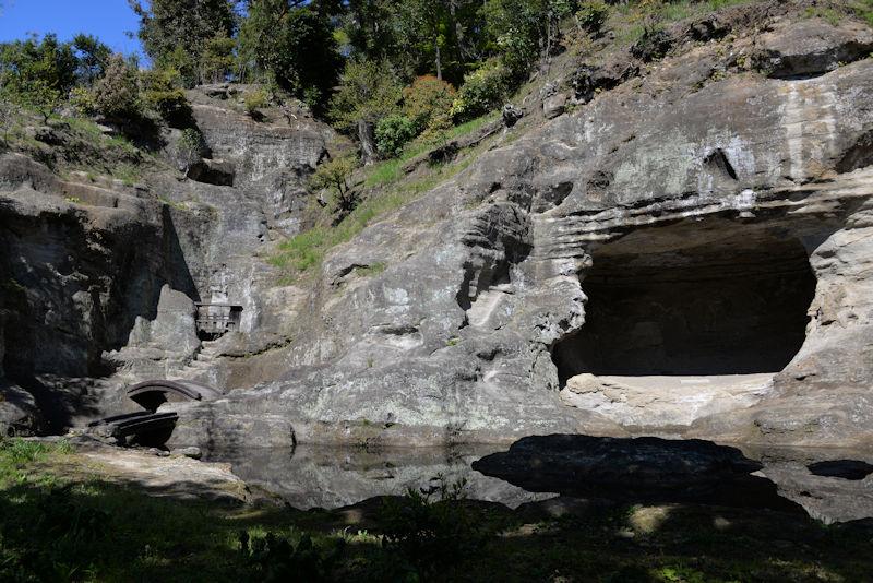 瑞泉寺庭園のシンボル「天女洞」