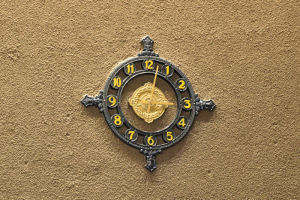時計もレトロです