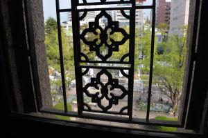 窓からみた日本大通りの風景
