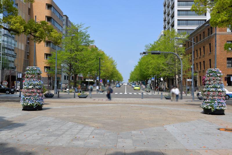 日本大通りに面した横浜公園入口