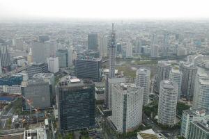 左横は横浜駅