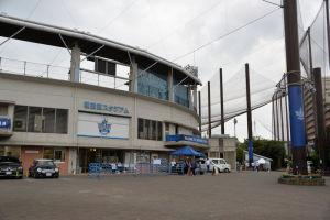 隣接する横須賀スタジアム