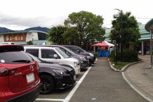 道の駅「とよとみ」は駐車場もほぼ満車