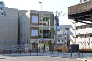「鳳月堂」の左右はビル建設工事が始まります