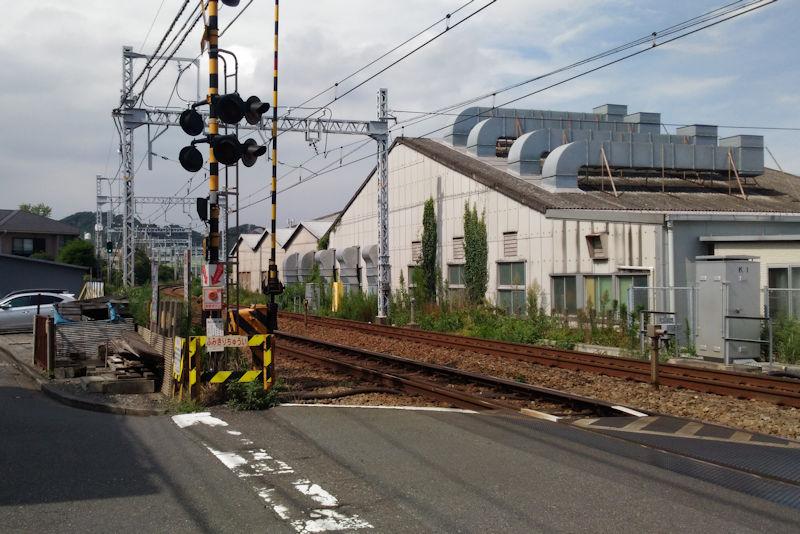 京急快速神奈川新町で衝突脱線事故