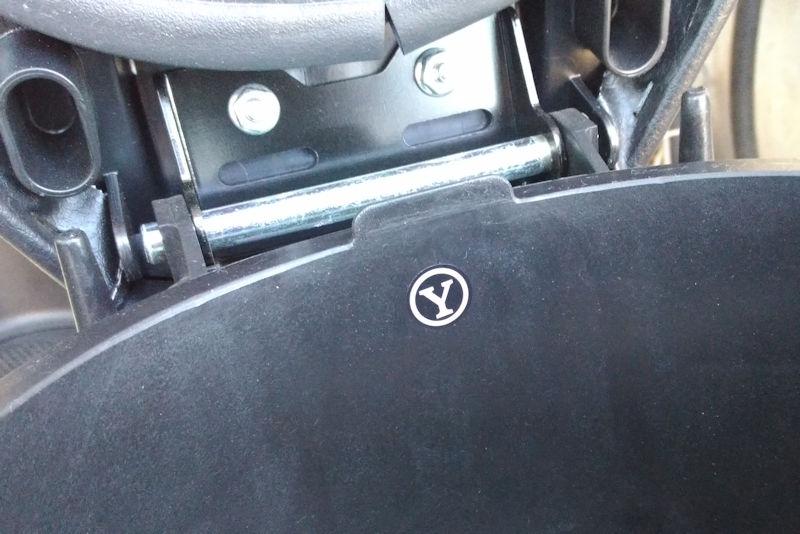 トランクに貼られた「Y」のシール