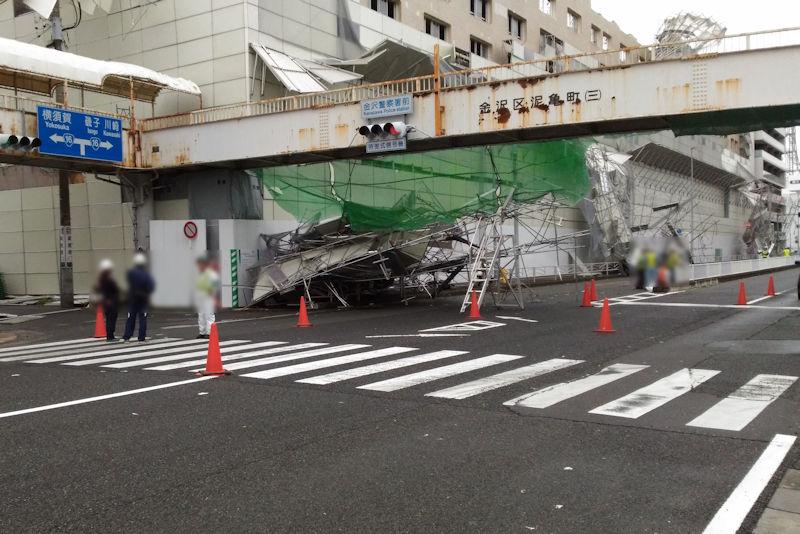 京急サニーマート解体工事の足場が崩れ