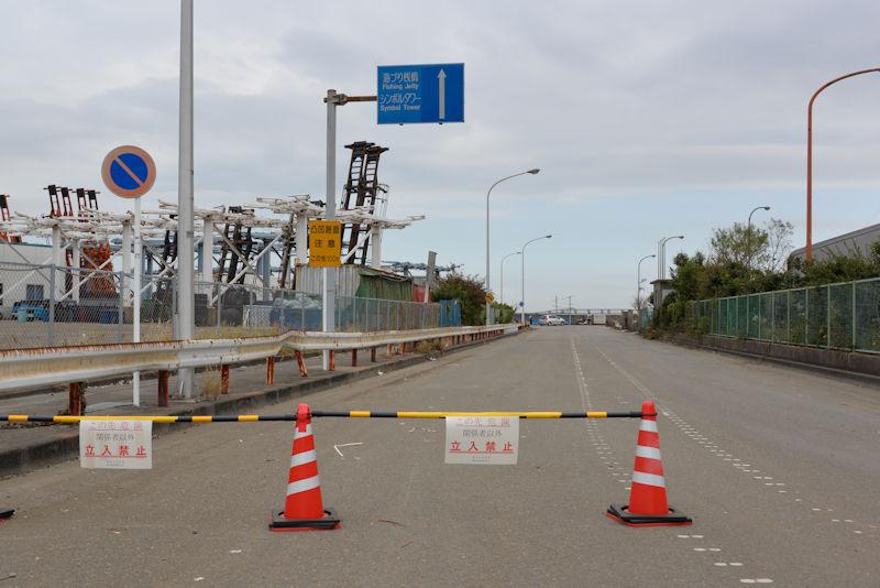 海釣り施設、シンボルタワー入口で立ち入り禁止