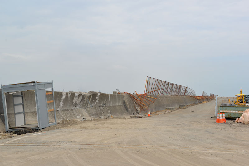 南本牧廃棄物最終処分場の堤防