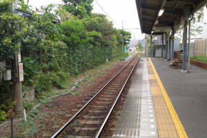 由比ヶ浜駅から見た鎌倉方面