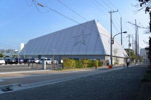 屋内練習場と駐車場