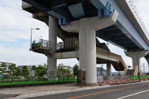 解体中のシーサイドライン旧金沢八景駅