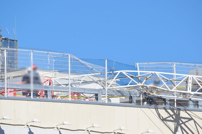 屋上駐車場フェンスが大きく破損