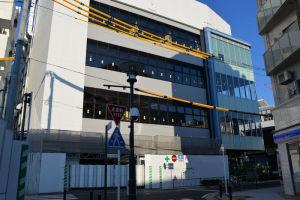 区画5号線からみた京急駅ビル東側