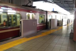 4番線から上り電車が発車