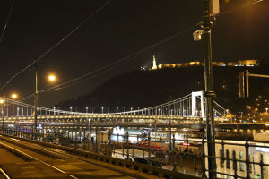 路面電車と鎖橋