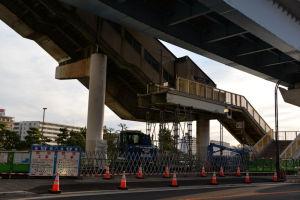 旧シーサイドライン金沢八景駅舎は解体中