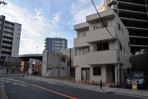 2街区になりますが3階建てのビルが