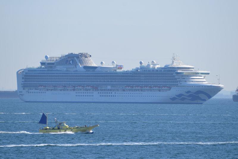 多くの乗員、乗客が船に残っています