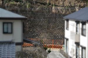 道路から高さ約7mまでは石積み
