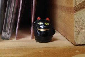 高さ1cmほどの黒猫