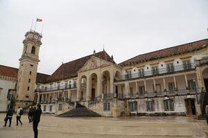 コインブラ旧大学中庭と王宮