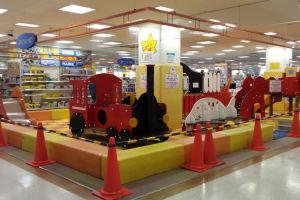 スーパーの子供の遊び場