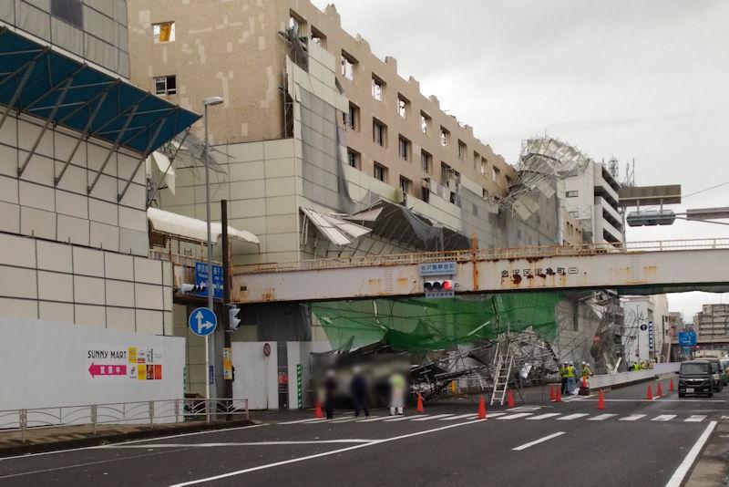 台風15号の大風で解体中のサニーマートも大きな被害
