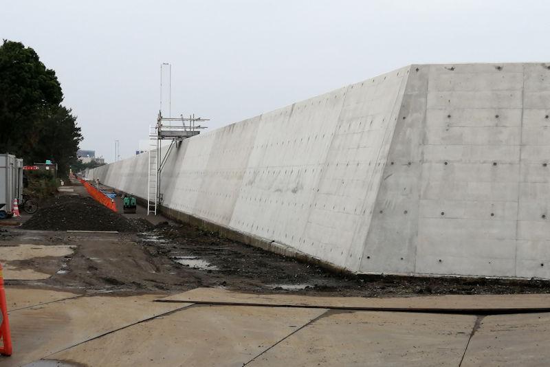 この新堤防の左側敷地には