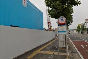 六浦中学バス停前