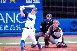 梶谷が 満塁本塁打で逆転