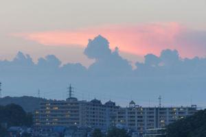 夕方ゴジラのような雲が