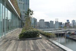 大岡川に掛かる歩道橋は