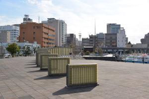 茶色の建物は横浜水上警察署