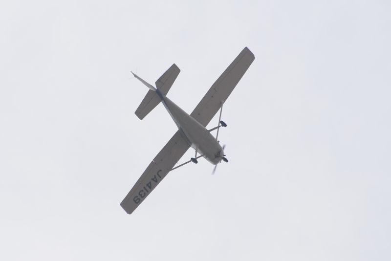 上空をセスナ172P Skyhawk IIが