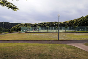 西側に5面あるテニスコート